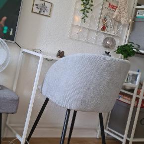 1. Stk. Søstrene Grene stol  Fløjl soft blue   Der er ingen skader eller mangler.