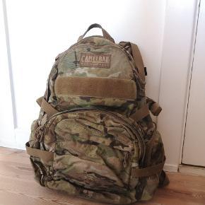 Camelbak Multicam rygsæk med indbygget blære. Brugt i Afghanistan.
