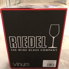 Brand new, never used, Riedel Syrah wine glasses. The perfect wine glass! The box contains 2 glasses. Price is for both.