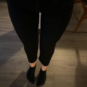 Dejlige jeans med vidde forneden og lidt korte ben, str xs