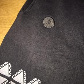 Arrogant artist short  Dansk designet mærke Kan købes som sæt med trøje 300kr  Sæt pris 1600kr
