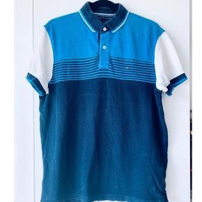 Flot polo t-shirt sælges  Mærket Tommy Hilfiger   Str m Brugt of dermed sælges billigt  Mp 50kr