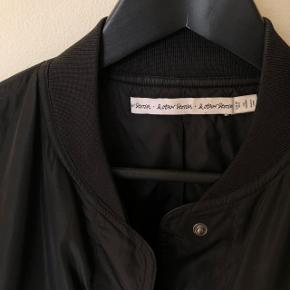 Bomber jacket fra & other Stories  Brugt nogle gange str 36