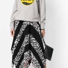 Ganni honey hoodie str S - brugt et par gange og i rigtig fin stand 🐝 Nypris 999kr - sælges for 300kr + porto