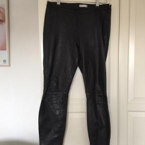 Cool Selected Femme skind bukser/leggings i str. 38. Et musthave til enhver garderobe. Kom gerne med et bud:)