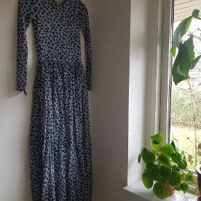 Smuk kjole fra Ganni i str. xs. Den er aldrig brugt, kun prøvet på.