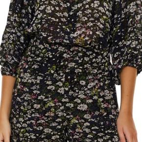 Ganni blouse in size small. True to size. Worn once, no signs of wear. Fast price.