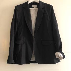 Sort fin smoking jakke. Passer en medium/large selvom der står str.44