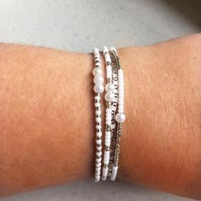Håndlavede armbånd  Laves også efter dine egne ønsker  Find mig på Instagram: lauraabeads