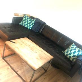 Vi sælger vores sofa