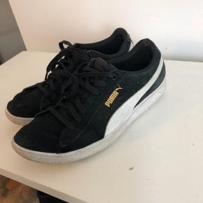 Sælger disse sneakers, da jeg ikke bruger dem. Byd!!🤗  Kan afhendes i Aarhus eller sendes på købers regning🤗