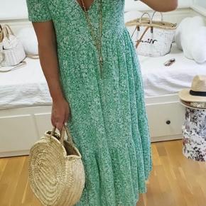 Skøn kjole fra ZARA.  Pris 110 incl. porto