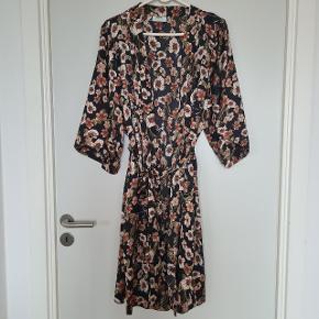 Moves by Minimum kimono