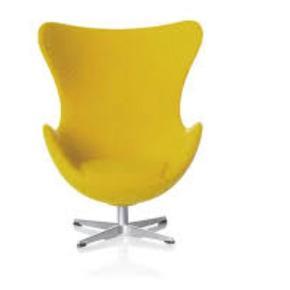 Arne Jacobsens 'Ægget' i miniature udgave. Designstolen i 1:16 af originalstørrelsen. Stolen bliver leveret i en fin lille gaveæske.  Mål: H: 6,7 cm D: 4,9 cm B: 5,4 cm  Sælger også Svanen.   Bytter desværre ikke..