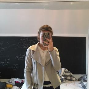Mega lækker jakke i biker-stil fra Neo Noir. Aldrig brugt.