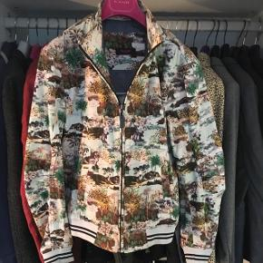 Jungle theme Bomberjacket fra Sand.  Nypris 1900,-  Byd!
