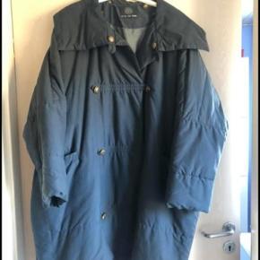 BYD. Super lækker vinter eller overgangs jakke. Det er en rummelig, oversized, model, som bare er så lækker at have på. Sælges da den er for stor til mig.
