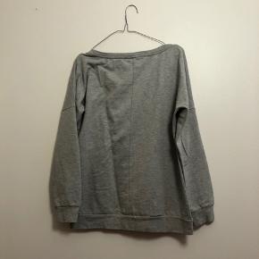 Grå sweater fra Only i str. M