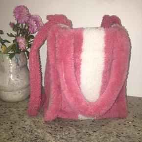 Anne Vest rulams taske med bæredygtigt lammeuld. Originalpris 3000kr. Helt ny, aldrig brugt.