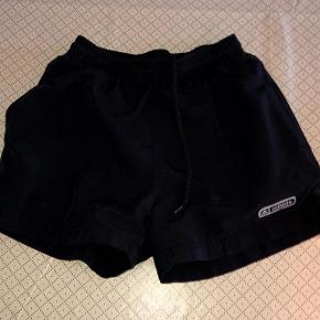 Adidas sorte shorts str 140 cm.
