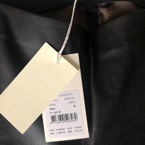 Lækre skindleggins fra Levete, aldrig brugt kun prøvet ved køb. De er fra efterårs kollektionen. MP 2200,-  OBS bytter ikke.
