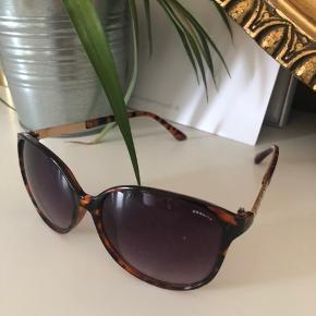 Mega fede solbriller købt i USA, aldrig brugt.  Fra: Granite 💫🌟