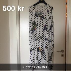 Super smuk kjole str L  Sælger for min mor  Røglugt kan forekomme