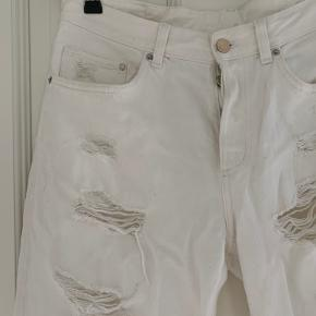 Boyfriend low waist jeans, str 28/30, brugt kun et pr gange.