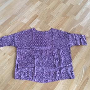 Jeg bytter ikke den sælges for en veninde Super flot oversize bluse Ikke brugt kun prøvet