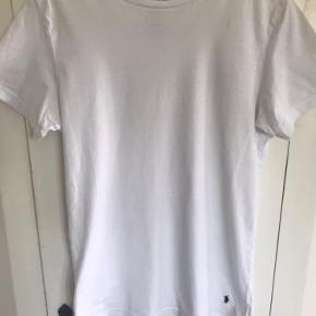 Hvid Ralph Laurent T- Shirt i str. M i slim Fit. Som ny, ingen pletter, huller eller slid. Ikke bytte. Sendes til en Post Box nær dig med DAO.