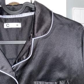 Skjorte fra Cubus med silke lignende stof(dog ikke silke)