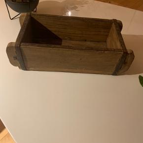 Kasse til opbevaring eller planter