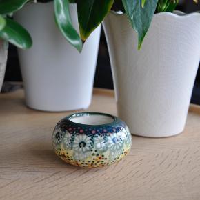 Original polsk keramik. Fås også i flere mønstre :)  Kan købes enkeltvis eller i par.