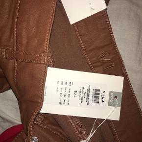Orange brune jeans fra Vila i størrelse large. Helt nye med prismærke.