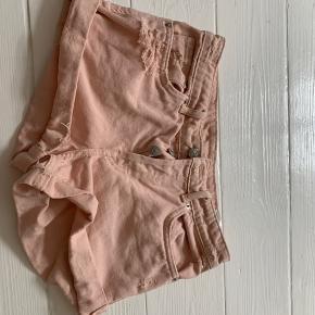 Super søde shorts fra H&M, sælges da jeg dsv ik kan passe dem    Passes af 34 og 36😊