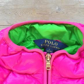 Super lækker vest fra Polo Ralph Lauren (ægte). Størrelsen hedder 12-14 og svarer til en str. 158.  Brugt få gange. Ser ud som ny.   Bytter ikke