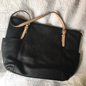 Taske fra Michael Kors ☺️ købt for 2600kr.