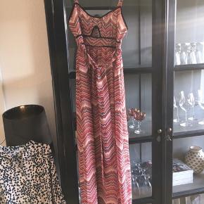 Smuk maxi kjole i smukt mønster
