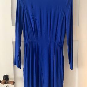 Super flot Samsø Samsø kjole i den smukkeste blå farve, brugt 2 gange! Skriv for spørgsmål