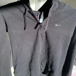 Pæn Nike hoodie💜 Np: 300 kr Mp: 30 kr