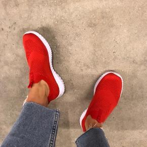 Knit sneakers med memory foam sål.  Brugt 1 gang.