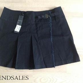 Varetype: Ny nederdel Farve: sort Oprindelig købspris: 300 kr.  Aldrig brugt. Med tag.