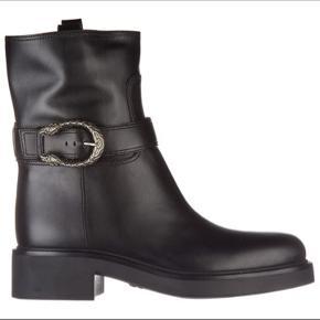 50 % AF NY PRIS - FLOTTESTE GUCCI BIKER BOOTS  Gucci æske m. Dustbag medfører.  Skriv for mere info.   Pris 4.800