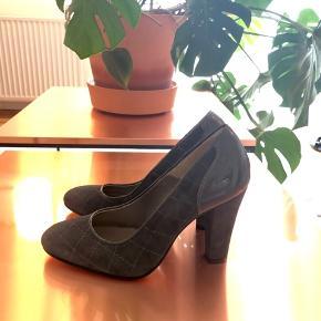 Sælger disse sko for min søster. De har kun været brugt et par gange ✨ størrelsen er en lille 38. Kan afhentes på Nørrebro eller sendes mod betaling.
