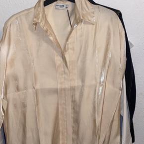 Na-kd Skjorte, Aldrig brugt. Slangerup - Na-kd Skjorte, Slangerup. Aldrig brugt, Er måske blevet prøvet på men aldrig brugt. Ren men ikke vasket. Ingen mærker eller skader