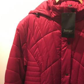 Denne jakke har jeg vundet, men den er for stor. Jeg vil gerne sælge den, og bruge pengene på en, jeg kan passe.