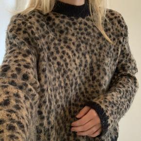 Mega fed leopard look strik fra & Other Stories. Trøjen kan gå så fint til rigtig mange ting, den er mega lækker, men er også brugt rimelig meget.