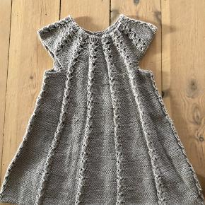 Hjemmestrikket kjole
