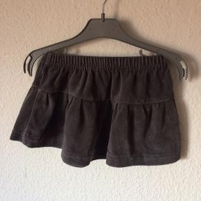 Ethel Austen - nederdel Str. 12-18 month Næsten som ny Farve: grå med glimmer Køber betaler Porto!  >ER ÅBEN FOR BUD<  •Se også mine andre annoncer•  BYTTER IKKE!