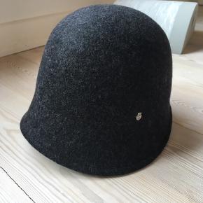 Hat fra roeckl købt i happel i Odense . Kvittering haves